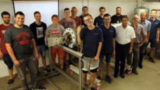 Azubis bauen Überschall-Windkanal für Hochschule