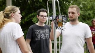 Robots que escalan para llegar a los cocos