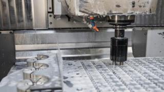 AMF erweitert mit einem neuartigen Greifer sein Programm zur Automatisierung von Werkzeugmaschinen
