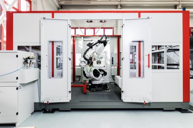Robotersystem RS 2 Kombi mit integriertem Kanban-Speicher