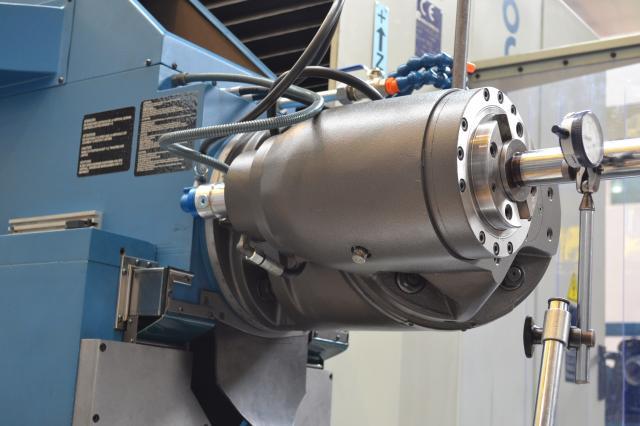 Preventive maintenance on CORREA milling machines.