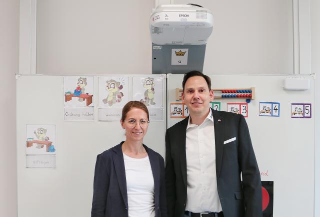 Die Digitalisierung im Blick: InterCAM-Deutschland GmbH unterstützt die Grundschule Bonifatius