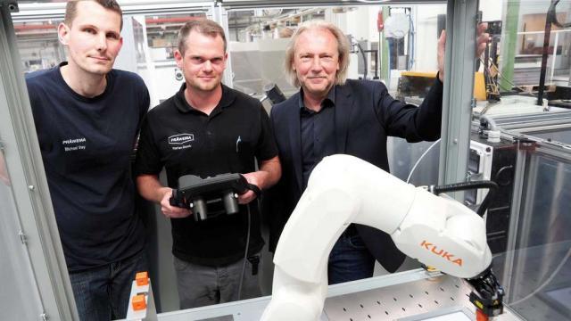 Präwema bildet Auszubildende am Roboter aus