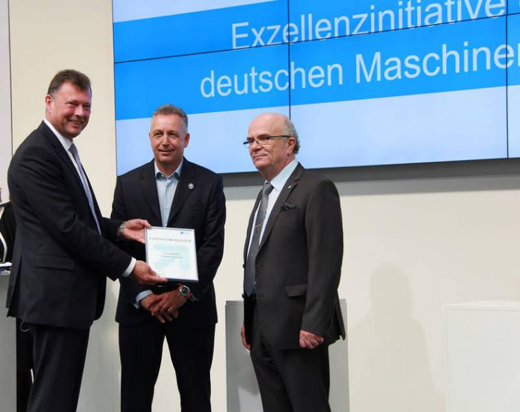 OPEN MIND is a new sponsoring member of the Nachwuchsstiftung Maschinenbau: Dr. Jan Braasch (left), Chairman of the Supervisory Board of Nachwuchsstiftung Maschinenbau, and Peter Bole (right), Director of the Nachwuchsstiftung Maschinenbau, presented