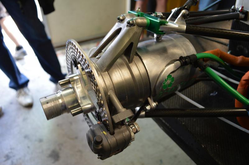 Leicht und schnell: Renishaw hat für einen Formula Student Rennwagen per 3D-Druck einen Radträger hergestellt, der das Gesamtgewicht des Fahrzeugs um 1,5 kg senkt.
