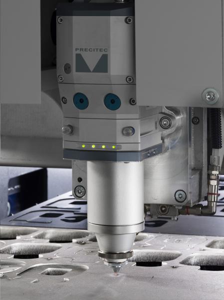 Mit der LS5 unterstreicht die BLM GROUP ihre Praxiserfahrung, über die sie als marktführendes Unternehmen der Rohrbearbeitungsbranche auch bei Maschinen für das Laserschneiden von Blechen verfügt. Hochwertige Funktionen, hohe Leistung und die dank des modularen Aufbaus flexible Konfigurierbarkeit sind wichtige Merkmale der Maschine. Ein Beispiel ist die automatische Rohrbearbeitungslinie, mit der sich die LS5 zu einer LC5 erweitern lässt – zu einem leistungsstarken Kombisystem, das mit seinem Laser sowohl Bleche als auch Rohre schneidet. Die Modularität, das kompakte Layout, die einfache Anwendbarkeit, der hohe Automatisierungsgrad und die innovative Technik ergeben in Summe ein einzigartiges Laserschneidesystem, das weltweit Nachahmer findet.