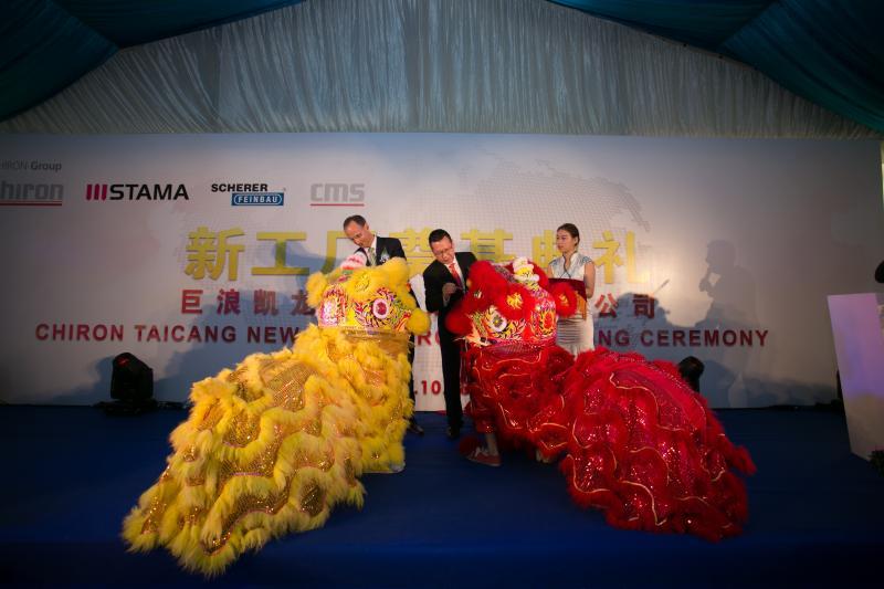 Erfolgreiche Zukunft: Dr. Achim Degner (li.), CFO CHIRON Group und Ren Jiaping, CEO CHIRON China, bei der Zeremonie zur Grundsteinlegung.