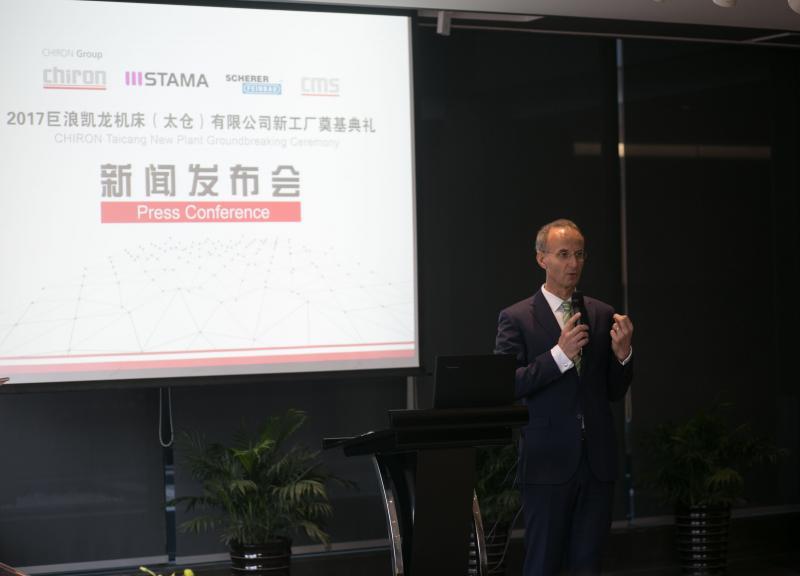 Tiefe Einblicke: Dr. Achim Degner, CFO CHIRON Group gibt den chinesischen Journalisten umfangreiche Informationen zur CHIRON Group.