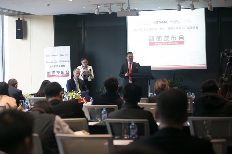 Blick in die Zukunft: Ren Jiaping, CEO CHIRON China, spricht vor rund 30 Journalisten über die China-Strategie von CHIRON.