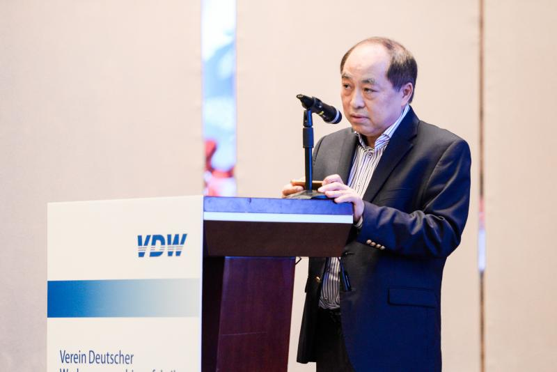 Leo Huang, Executive Vice-President of the Foshan Nanhai Machinery Equipment Association, opened the VDW's symposium in Shenzhen on behalf of the Chinese.