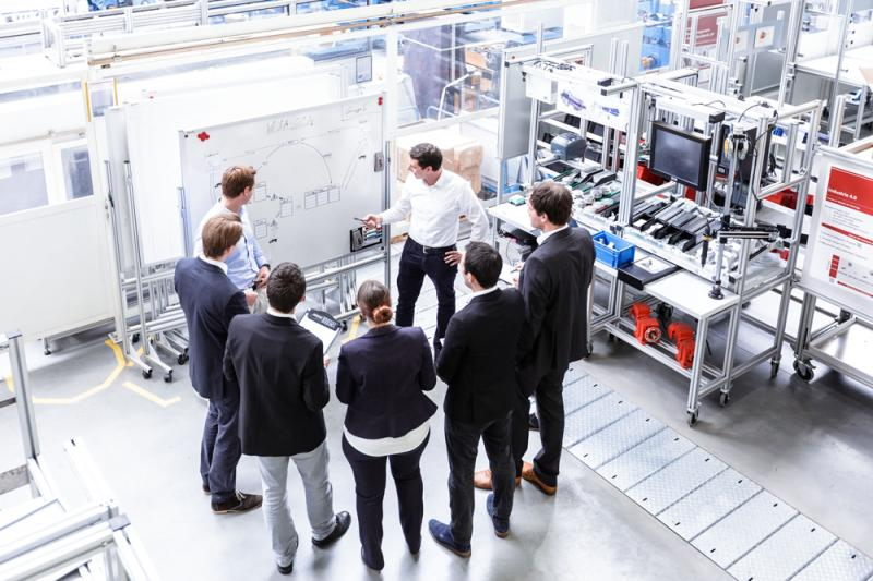 "Training on the job: methods for creating a digital factory are being trialled by the ""customers"" of the SME 4.0 Competence Centre in Darmstadt at the Process Learning Factory CiP (in the picture) and the Energy-Efficiency Factory (ETA) at Darmstadt University of Applied Sciences."