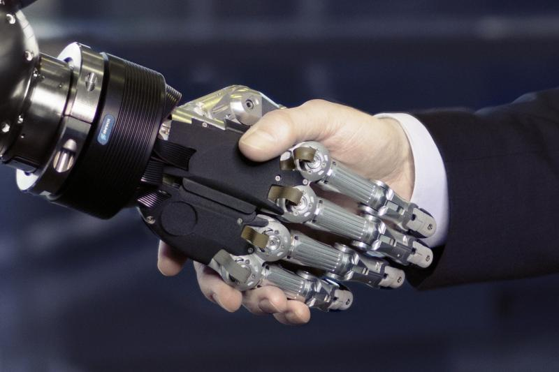 Humans and robots together: the SCHUNK Expert Days on Service Robotics provide information on the smart future with cobots and co-acts.