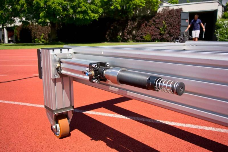 Für Lösungen wie in diesem Fall, aber besonders für die Automation, bei Handlingaufgaben oder an Drehmodulen stehen MAGNUM-Typen von ACE mit Gewindegrößen M33, M45 sowie M64 und Hüben von 25 bis 150 mm zur Verfügung