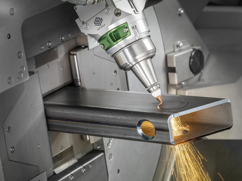 30 Jahre kontinuierliche Entwicklung seit der Vorstellung des ersten Rohrlasers der Lasertube-Familie, intensives Interesse an den Anforderungen von Kunden der Branche sowie die auf weltweit mehr als 3.000 installierte Lasertube-Systeme basierende Praxiserfahrung – das alles hat zur Entwicklung des neuesten Juwels der Lasertube-Familie beigetragen: der LT7.