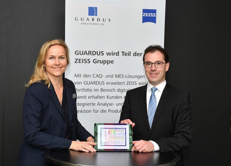 Simone Cronjäger, Founder and Managing Director of GUARDUS, and Dr. Jochen Peter, Member of the Executive Board of the ZEISS Group and President & CEO of Carl Zeiss Industrielle Messtechnik GmbH, announcing ZEISS' acquisition of GUARDUS