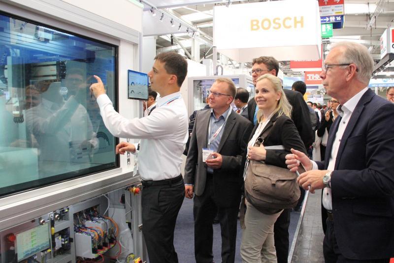 Bosch Rexroth macht Lineartechnik digital