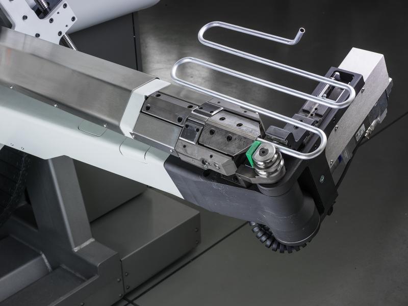 Rohre von Rollen bearbeiten, sie gerade richten, ihre Enden umformen, sie biegen und schneiden – das sind die Spezialitäten der Rohrbiegemaschinen der 4-RUNNER-Familie der BLM GROUP. Die neue 4-RUNNER H1 für komplexe Bearbeitungen an Rohren mit Durchmessern bis 12,7 mm steht der 4-RUNNER H3, die Rohre mit Durchmessern bis 22 mm bearbeitet, ab sofort zur Seite.