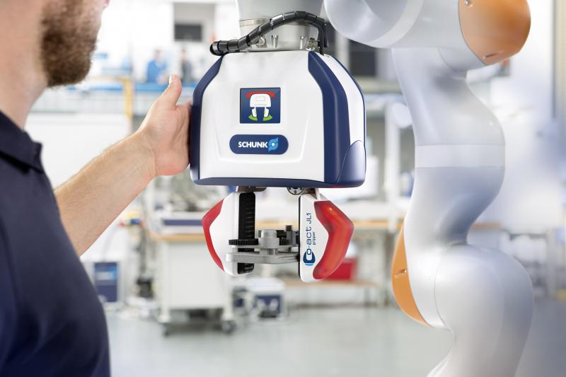 With the help of capacitive sensor systems, the SCHUNK Co-act JL1 gripper continuously monitors its surroundings. If a human hand approaches, it automatically switches into safe operating mode. Photo: SCHUNK
