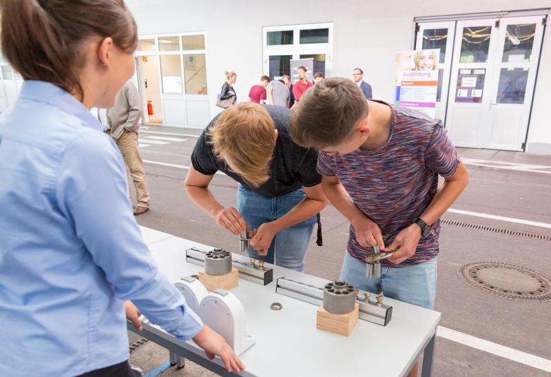Bosch Rexroth informiert Schülerinnen und Schüler über Berufseinstieg