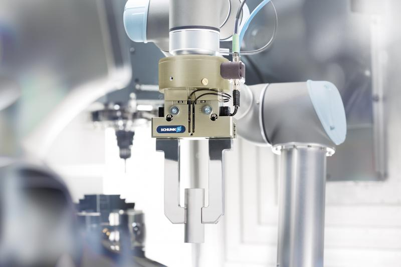 Ab sofort bietet SCHUNK einen kompletten Greifsystembaukasten bestehend aus elektrisch und pneumatisch gesteuerten Greifern, Schnellwechselmodulen und Kraft-Momenten-Sensoren, der speziell auf die Roboterarme von Universal Robots abgestimmt ist. Bild: SCHUNK
