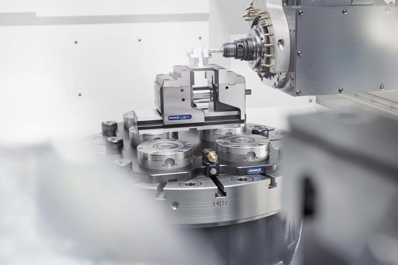 SCHUNK VERO-S NSE3 has high pull-in forces and high dimensional stability of the clamping module body. The changing interface is automatically closed as soon as the clamping pin is lifted. At the AMB, the program will be expanded to include smart modules for integrated process monitoring. Photo: SCHUNK