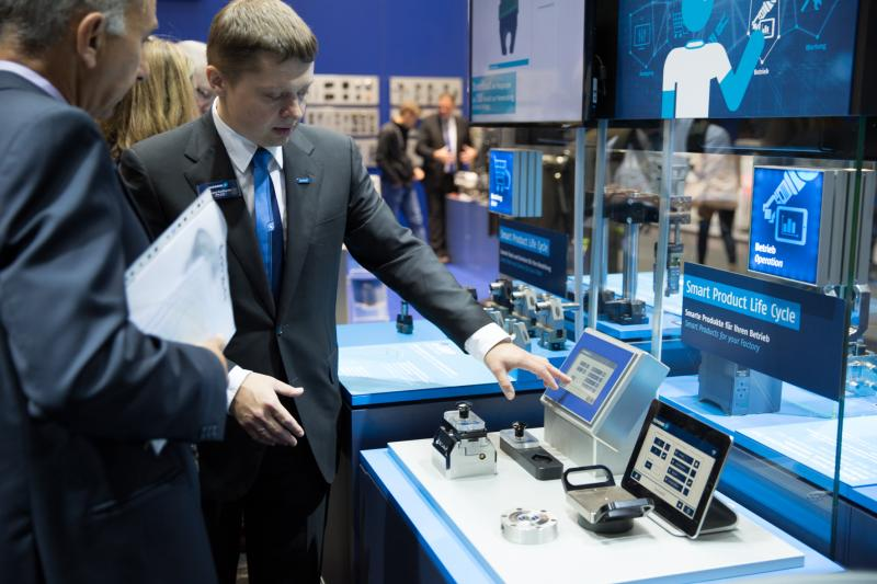 Smart SCHUNK clamping devices use their position closest to the part to provide machine tools and higher-level databases with process information.  Photo: SCHUNK