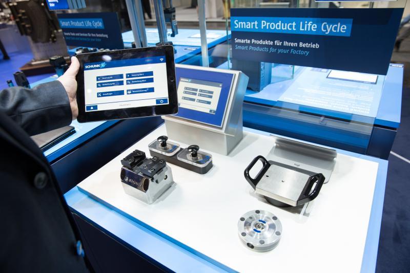 ntelligente SCHUNK-Spannmittel nutzen ihre Position closest to the part, um Werkzeugmaschinen und übergeordnete Datenbanken mit Prozessinformationen zu versorgen.  Bild: SCHUNK