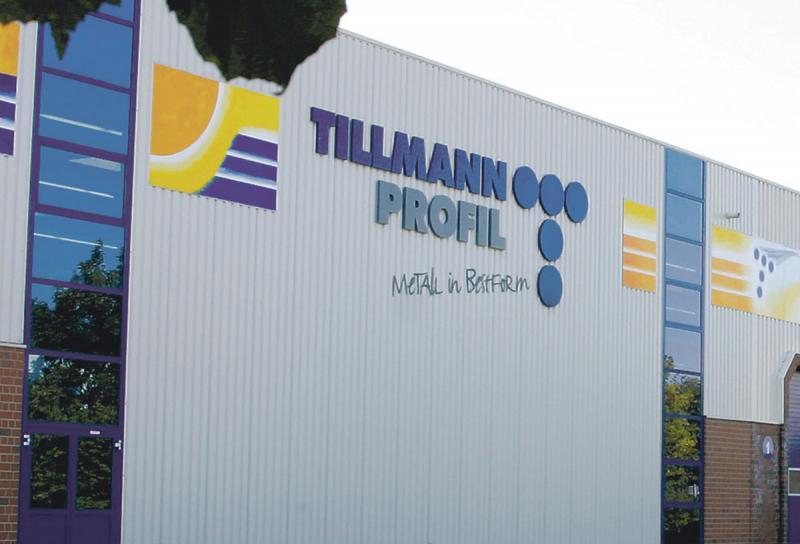 Das Traditionsunternehmen Tillmann Profil GmbH aus dem nordrheinwestfälischen Sundern fertigt kaltgewalzte Profile für unterschiedlichste Anwendungen. Die Profile kommen vor allem in der Automobilindustrie und dem Transportwesen, der Befestigungstechnik, der Elektroindustrie, bei erneuerbaren Energien oder im Regal- und Anlagenbau zum Einsatz.