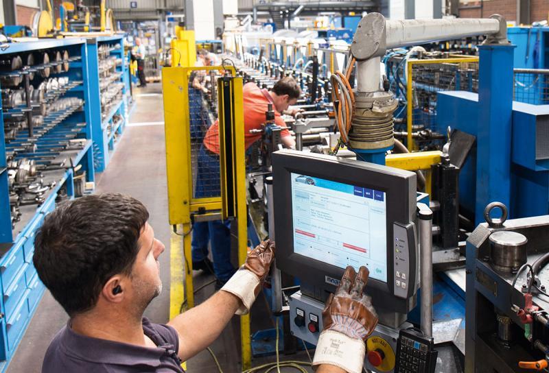 """Aus Daten werden Informationen – Seit 2010 baut sich die Tillmann Profil GmbH durch die Erfassung aller Maschinen- und Betriebsdaten mit der PROXIA MDE/BDE-Software ein """"IT-Produktionsgedächtnis"""" auf."""