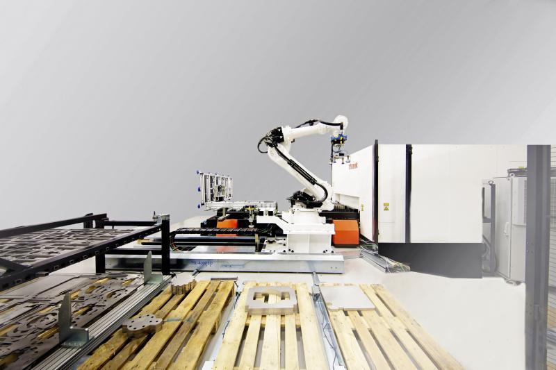 Die Mazak OPTIPLEX FIBER III mit 8KW Leistung wird auf der Messe mit einer Smart Cell präsentiert. Eine Industrie-4.0-kompatible Lösung von Mazak.