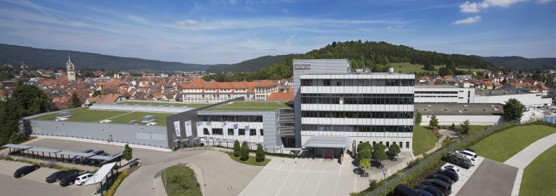 Die CHIRON Group mit Sitz in Tuttlingen ist Spezialist für CNC-gesteuerte, vertikale Fräs- und Drehbearbeitungszentren sowie Turnkey-Fertigungslösungen.