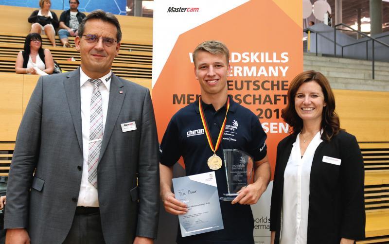 v.l.n.r.: Andreas Stute, Geschäftsführer InterCAM-Deutschland GmbH; Tim Baur, Deutscher Meister im CNC-Fräsen und Meghan West, CEO CNC Software, Inc.