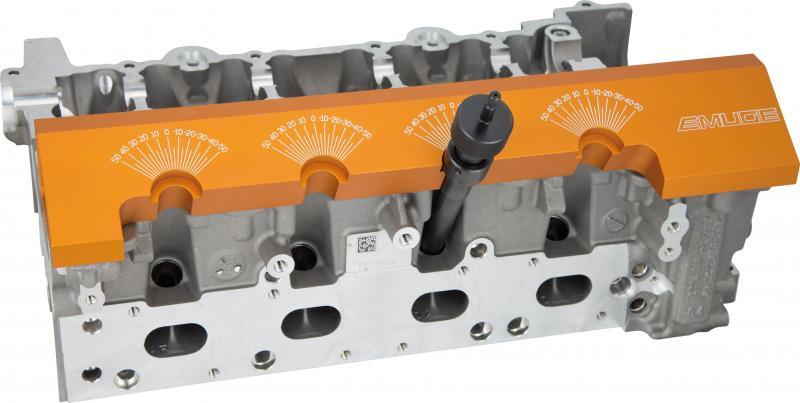 Manuelle Gewindeprüfung mit Emuge PoCo-Plate und PoCo-Gauge direkt am Bauteil in der Fertigungsmaschine.