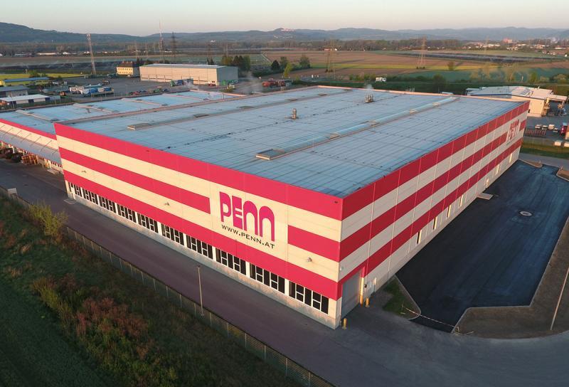 Das Metall verarbeitende Unternehmen PENN GmbH mit Sitz in Senftenberg-Imbach, etwa 90 km westlich von Wien gelegen, hat sich auf die Herstellung von geschmiedeten Stahlkomponenten für die Bau- und Automotive-Industrie spezialisiert. Neben dem Schmieden gehört auch die Verarbeitung der geschmiedeten Teile mit zerspanenden Verfahren zum Leistungsspektrum der PENN GmbH. An drei Werksstandorten in Österreich und einem in der Tschechischen Republik sind über 1.000 Mitarbeiter beschäftigt, davon rund 220 am Firmensitz in Imbach.