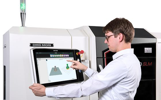 CAM programming: The coordinated and uniform user interface CELOS enables parts to be programmed externally with minimum time expenditure and transferred to the machine.