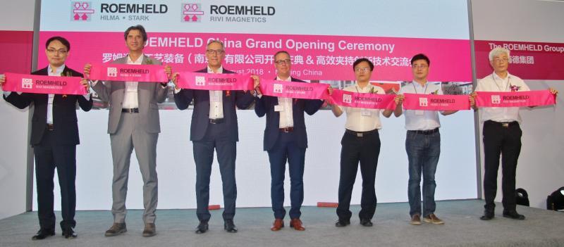 (Vlnr) RPS-General Manager Jia Tian, Davide Rivi, Geschäftsführer Römheld Rivi GmbH, Hans-Joachim Molka und Philipp Ehrhardt von der ROEMHELD-Geschäftsleitung.