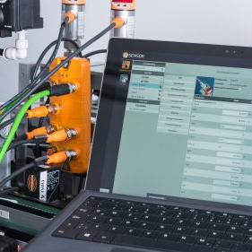 Das Highlight werden in diesem Jahr unsere Application Solutions sein. Mit den Systemlösungen sichern Sie die Prozessfähigkeit Ihrer Maschinen. Wir helfen Ihnen die lückenlose Kommunikation von der kleinsten Einheit (zum Beispiel verbaute Sensoren) bis hin zu ganzen Fertigungslinien, Werkshallen und Standorten herzustellen.