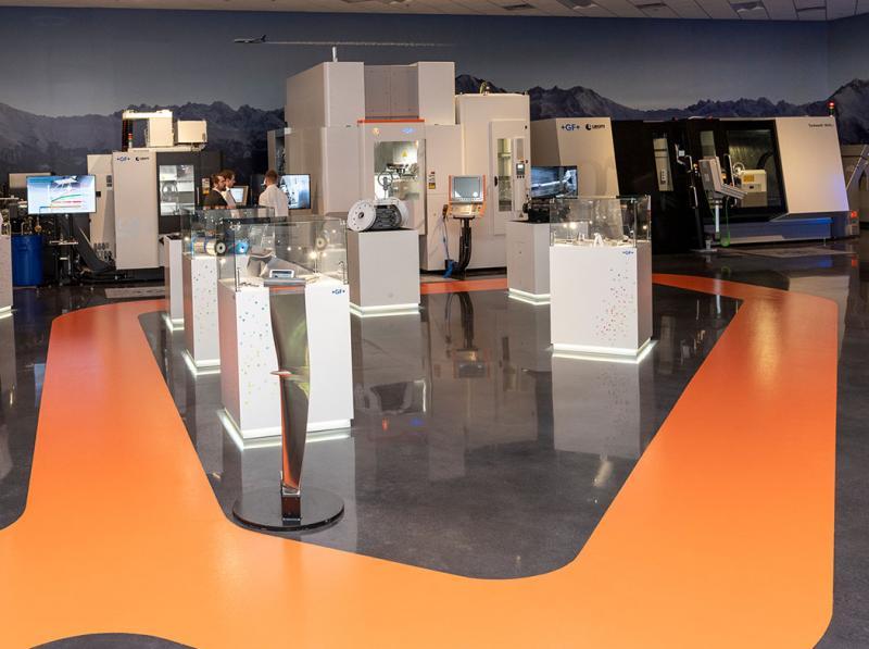 Auf etwa 2'000 Quadratmetern Fläche bietet das Kompetenzzentrum neben modernen Büros und Schulungsräumen den grössten Ausstellungsraum für Maschinenvorführungen von GF in Nordamerika.