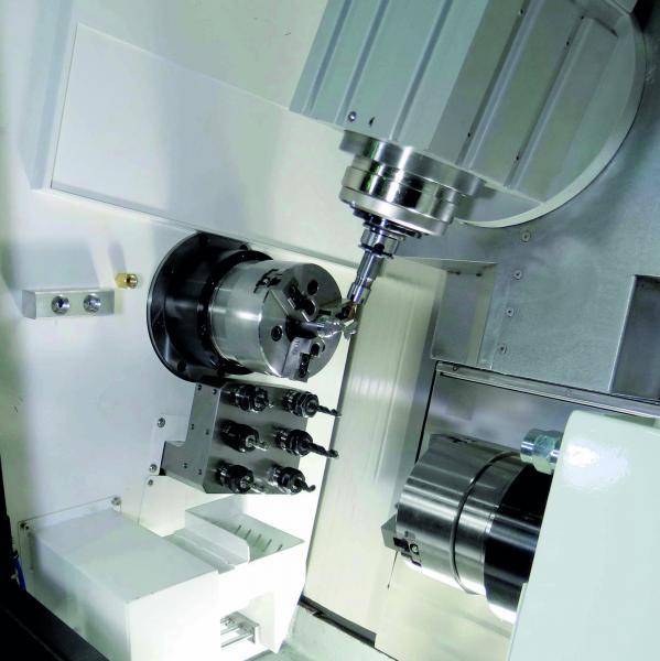 Arbeitsraum der müga millturn S42 - Dreh-Fräszentrum für die Medizintechnik