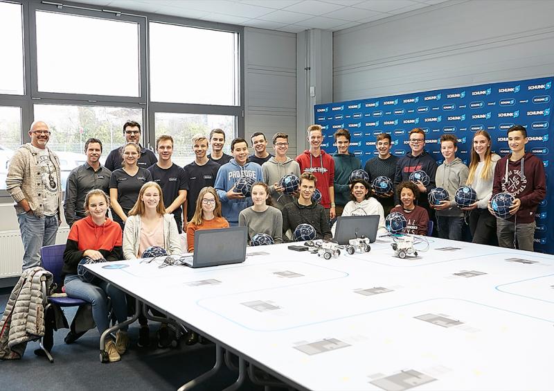 Un total de 16 alumnos muy motivados de la escuela Hölderlin Gymnasium de Lauffen asumió el reto del Concurso de robots de SCHUNK 2018.