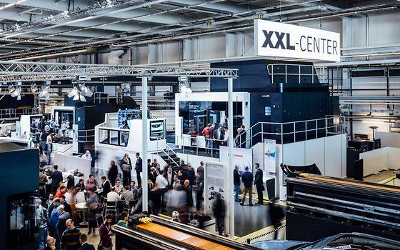 Die Maschinen im XXL-Center bearbeiten bis zu 6.000 mm große Werkzeugformen.