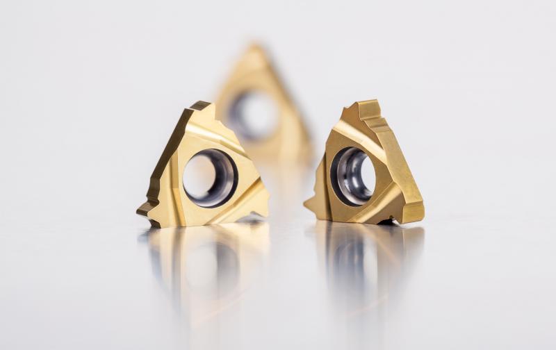 La nueva calidad T8010 es ideal para un torneado continuo de roscas de alta precisión de acero, acero inoxidable, fundición y superaleaciones.