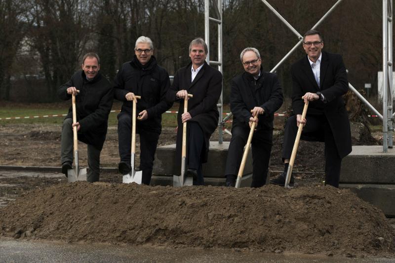 v.l.n.r.: Dr. Olaf Sauer, Prof. Jürgen Beyerer, Prof. Holger Hanselka, Prof. Jürgen Fleischer, Prof. Frank Henning