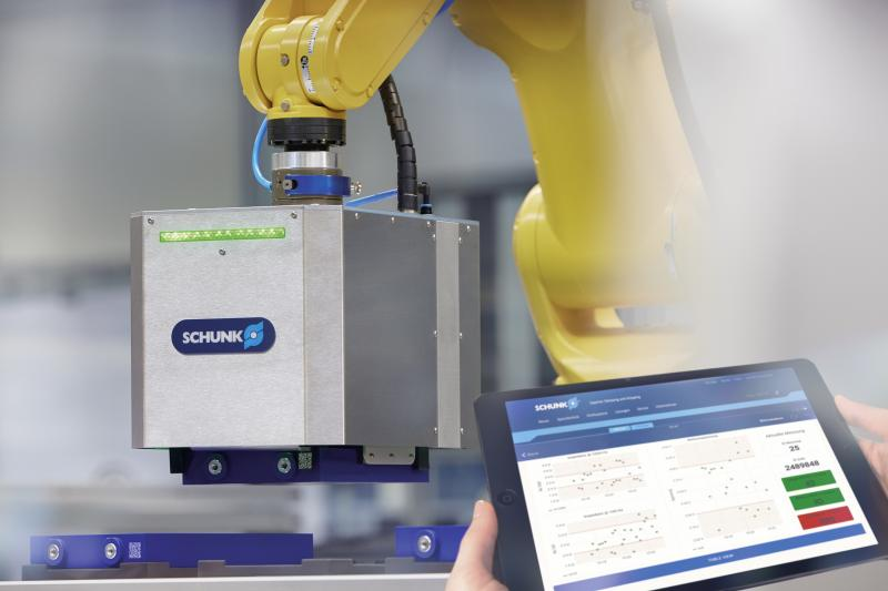 The intelligent SCHUNK battery cell gripper determines all geometric and electrical parameters of li-ion cells relevant for the quality inspection during handling. In so doing, it makes an important contribution towards intelligent battery production. Photo: SCHUNK