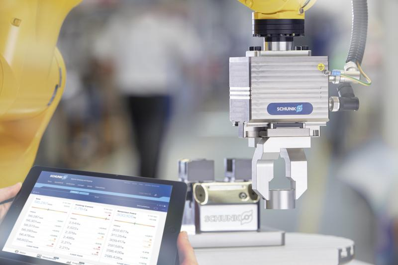 Intelligent SCHUNK grippers measure, identify, and monitor gripped components and the ongoing production process in real-time. Photo: SCHUNK