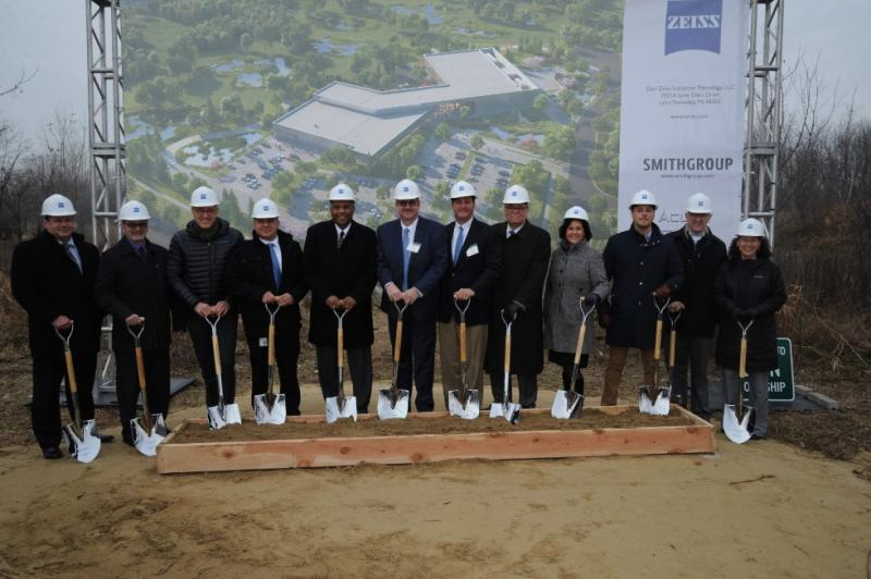 The ground-breaking ceremony was attended by representatives of ZEISS, the City of Lyon, County Oakland, the State of Michigan and involved construction companies.