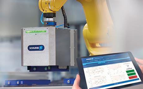 La pinza inteligente de SCHUNK para células de baterías determina todos los parámetros geométricos y eléctricos de las células de iones de litio con vistas al control de calidad durante la manipulación. De este modo, realiza una importante contribución a la producción inteligente de baterías.
