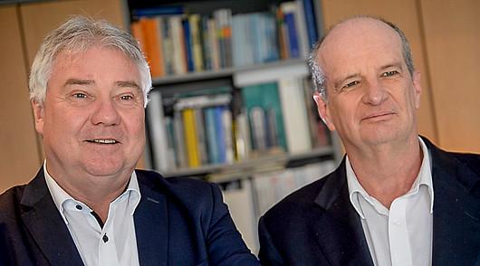 Bild: (v.l.n.r.) Oliver Winzenried und Marcellus Buchheit, die Gründer von Wibu-Systems, leiten bereits 30 Jahre zusammen das Unternehmen. @Krowne Communications