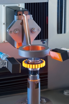 The workpiece is loaded into the system's indexing table either manually or automatically (for instance by robot).