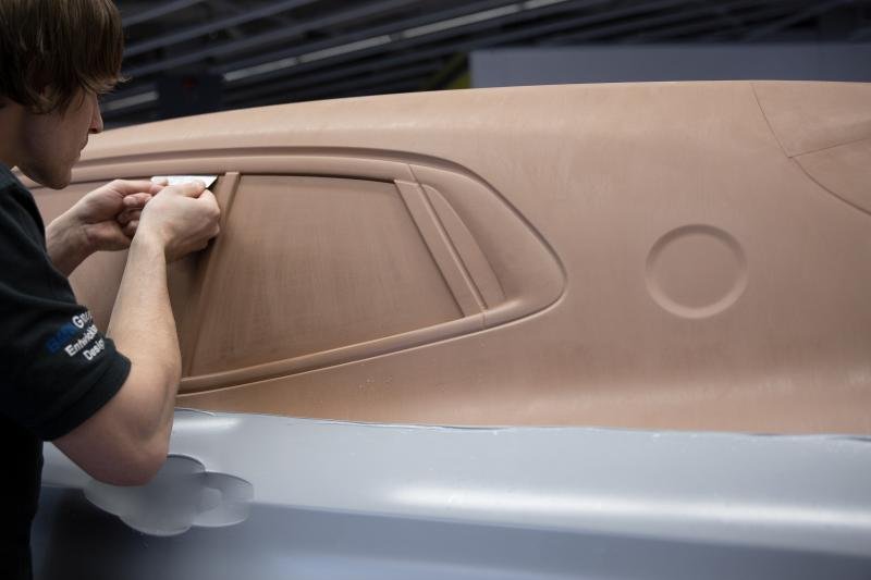Arbeiten am Clay-Modell des BMW X2.